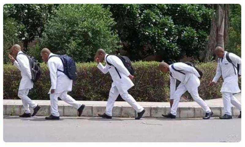 യു പി യിൽ നൂറ്റമ്പതോളം മെഡിക്കൽ വിദ്യാർഥികളുടെ തല നിർബന്ധിച്ച് മുണ്ഡനം ചെയ്തു